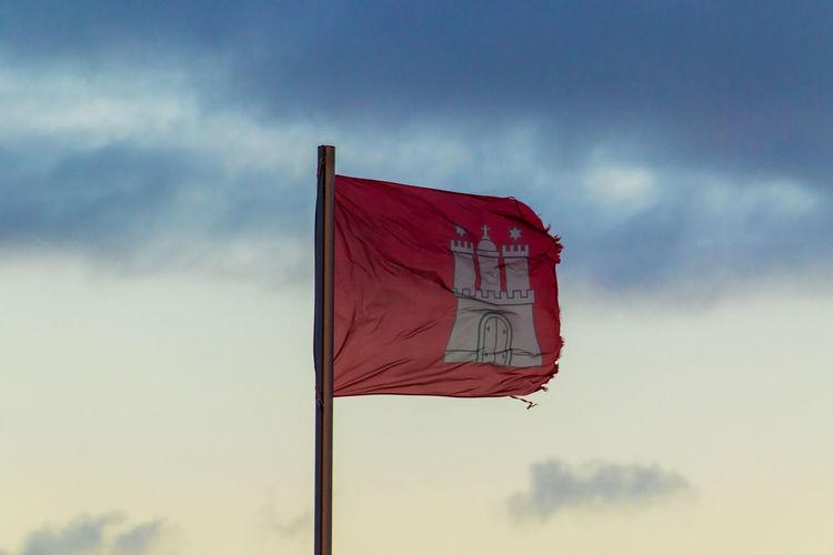 Hamburg Hamburg Flagge Hamburg Flag Cloud - Sky Day Flag Low Angle View Nature No People Outdoors Red Sky