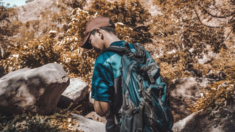 Hiking is fun! Hiking Hikingadventures Backpack Cap Baseball Cap Autumn Hikingadventures Hiking Adventures Sunny Sunny Day Adventure EyeEm Selects Mountain Climbing Trail Fall Hiker Leaves Explorer