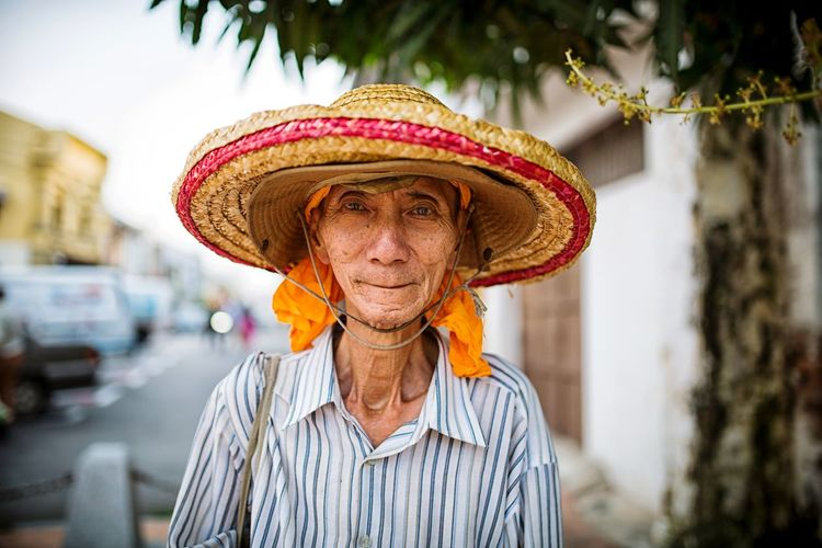 Sampei Man Top Andypulse Followme EyeEm Selects Portrait Looking At Camera Hat Close-up Straw Hat Sombrero Asian Style Conical Hat Carrying On Head Terraced Field Sun Hat