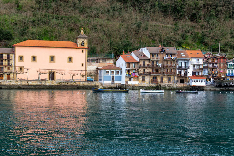 View of the historic waterfront of Pasai Donibane, Spain Basque Country Country Donibane Euskadi Pasai Donibane - Euskalherria Pasaia San Juan Pasajes Quaint  SPAIN San Sebastian Architecture Boat Building Building Exterior Europe Historic Mountain Outdoors Pasaia Port River Town Village Water Waterfront
