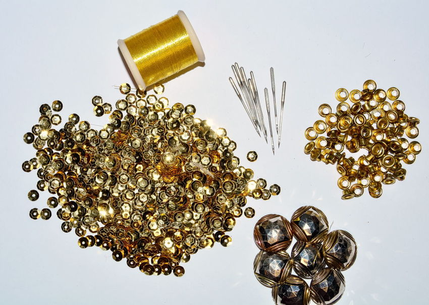 gold thread, gold sequins, needle, gold buttons Accessories Backgrounds Bronze Buttons Close-up Collection Decoration Disco Elégance Fashion Glamour Glitter Gold Gold Colored Hobby Luxury Needlework No People Reflection Round Sparkling Studio Shot Vintage White Background Handmade For You Lieblingsteil End Plastic Pollution
