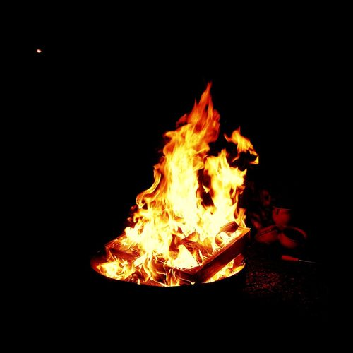 fire bowl EyeEmNewHere Garden Fire Firecamp Summertime Flame Burning Heat - Temperature No People Close-up Night