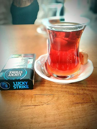Capture The Moment çay Sigara Tea And Cigarettes Luckystrike