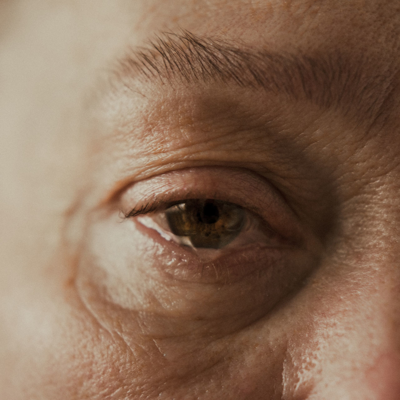 CLOSE-UP PORTRAIT OF PERSON EYE