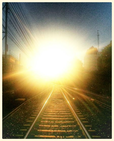 morning sun on wheels Vias Del Tren Las Vias Del Tren Vias Sol Brillante Sol Radiante  Bright Sun Brightlights Lugares Magicos God Morning Sun