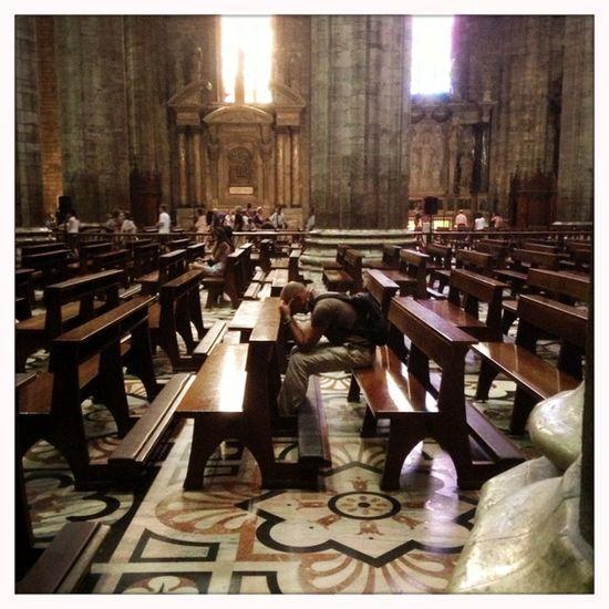 Milano Duomo Praying