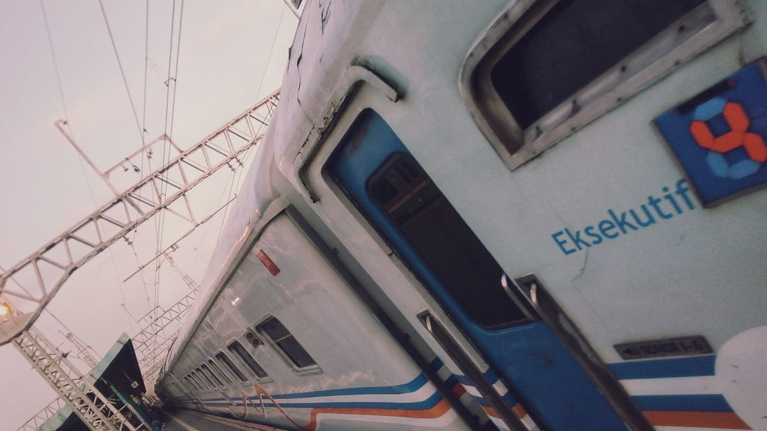 Evening on Manggarai Station🚉 Photos Station Train Commuter Line Commuter Kai INDONESIA 🇮🇩 Photooftheday Evening Theme Photography Photographer Photoshoot Mobile Photography Smartphone Photography