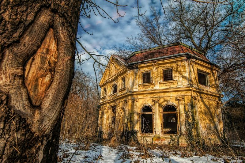 Amazing Architecture History Through The Lens  Historical Building Urban Decay Beauty Of Decay Deserted Urban Architecture Deserted House Historical Monuments The Art Of Decay