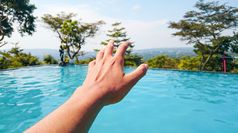 Infinity pool Human Hand Water Tree Summer Point Of View Men Beach Personal Perspective Relaxation Lake Swimming Pool Poolside Resort Infinity Pool Calm Finger First Eyeem Photo