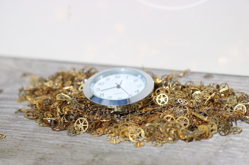 EyeEm Selects Time Pocket Watch Clock Minute Hand Table Close-up Single Object Hour Hand Watch Clock Face Roman Numeral Gold Colored Old-fashioned No People Indoors  Day Clockwork Gears Cogs Inner