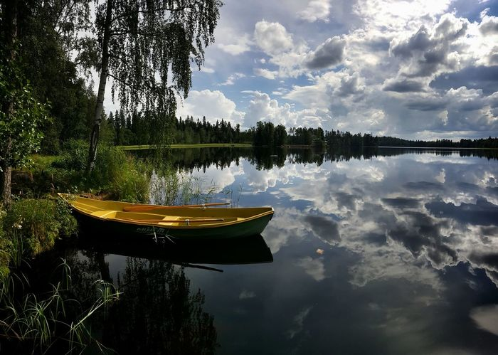 Rowingboat on a Mirrorlake with Doublecloudporn during Finnishsummer