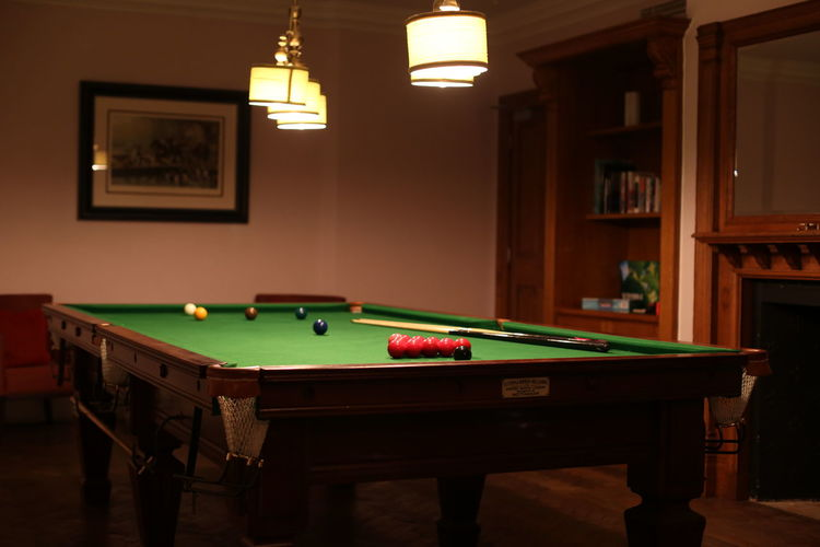 Snooker Table Ball Cue Ball Dim Light Home Interior Indoors  Leisure Activity Leisure Games No People Pool - Cue Sport Pool Ball Pool Cue Pool Hall Pool Table Snooker Snooker And Pool Snooker Table Sport Wooden Texture