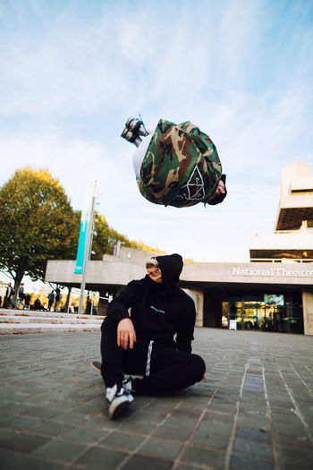 Real People Men EyeEm Best Shots Architecture People Freerunning Exploring London Building Exterior Day City City Life Lifestyles Outdoors Summer Fashion Skateboarding Urban urban sports Leisure Activity Full Length Casual Clothing Taking Photos Check This Out