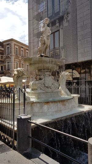 Fontana Fontain Amenano Fountain City Architecture Building Exterior Built Structure Statue Sculpture Historic Human Representation