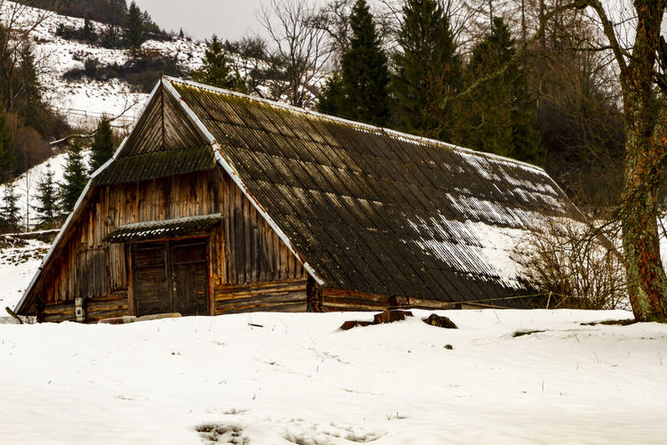 Snow Cold Temperature Architecture Tree Built Structure Winter Building Exterior Plant Nature Land Wood - Material House Covering Beauty In Nature Day No People Building Environment Tranquility Outdoors Cottage Snowing Snowcapped Mountain Cabin My Best Photo