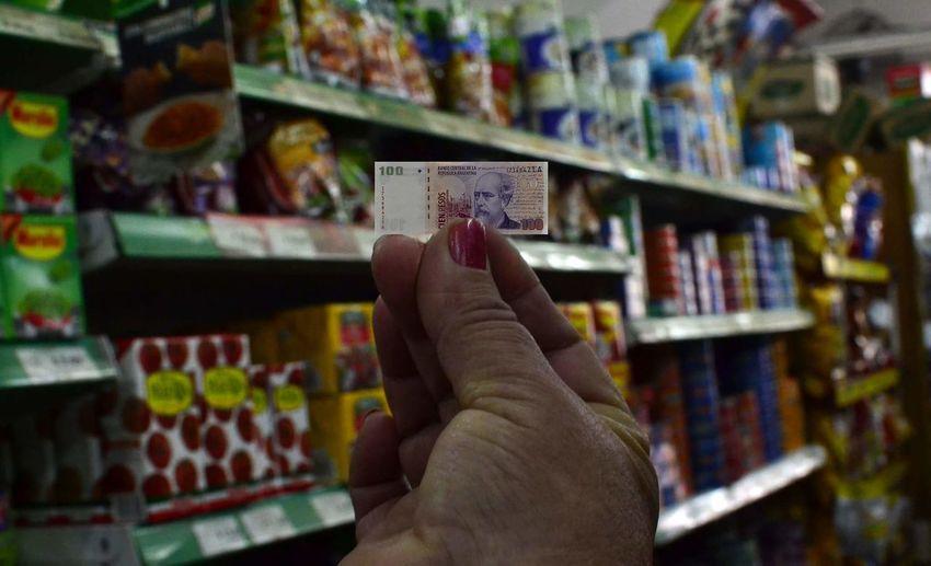 Inflacion en Argentina Buenosaires Billet Pesos Pesos Argentinos Mercado Market Photoillustration Money Billete Producto Ilustracion Fotoilustracion Fotoilustrativa Inflacion