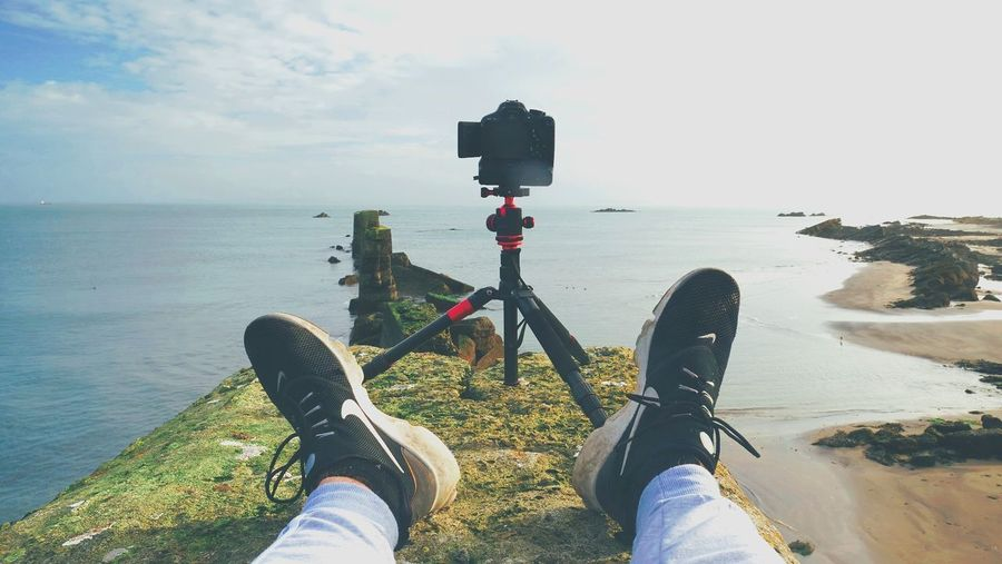 📸😍⬇️ First episode for My new series ''Ultimate Timelapse Guide'' will come out tonight! ♥ ⬇️⬇️Make sure you don't miss it and Subscribe here⬇️⬇️ youtube.com/channel/UC500kQdjzLWPNGQV-U56U5g Beauty In Nature Canvas Shoe Close-up Day Horizon Over Water Human Body Part Human Leg Leisure Activity Lifestyles Low Section Men Nature One Person Outdoors People Personal Perspective Real People Scenics Sea Shoe Sky Standing Water