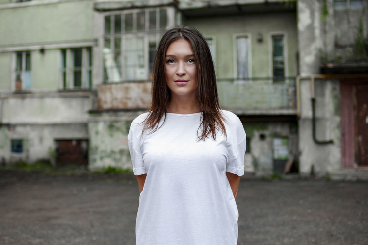 instagram @koolikov Looking At Camera Standing Portrait One Person Young Adult Focus On Foreground Waist Up Beauty Young Women Day Long Hair Hairstyle Hair Brown Hair Teenager Beautiful Woman портрет девушка здание в белом