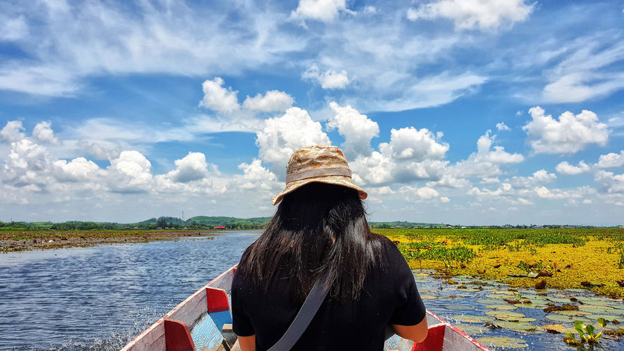Tourists At Thalay Noi Looking At View Scenics - Nature Horizon Over Water Adventure WoodenBoat Boat Blue Sky Blue Waterfowl Thailand Phatthalung Thalaynoi Outdoors Women Adult Day Nature Leisure Activity Lifestyles Real People Water Cloud - Sky Sky Rear View Lagoon