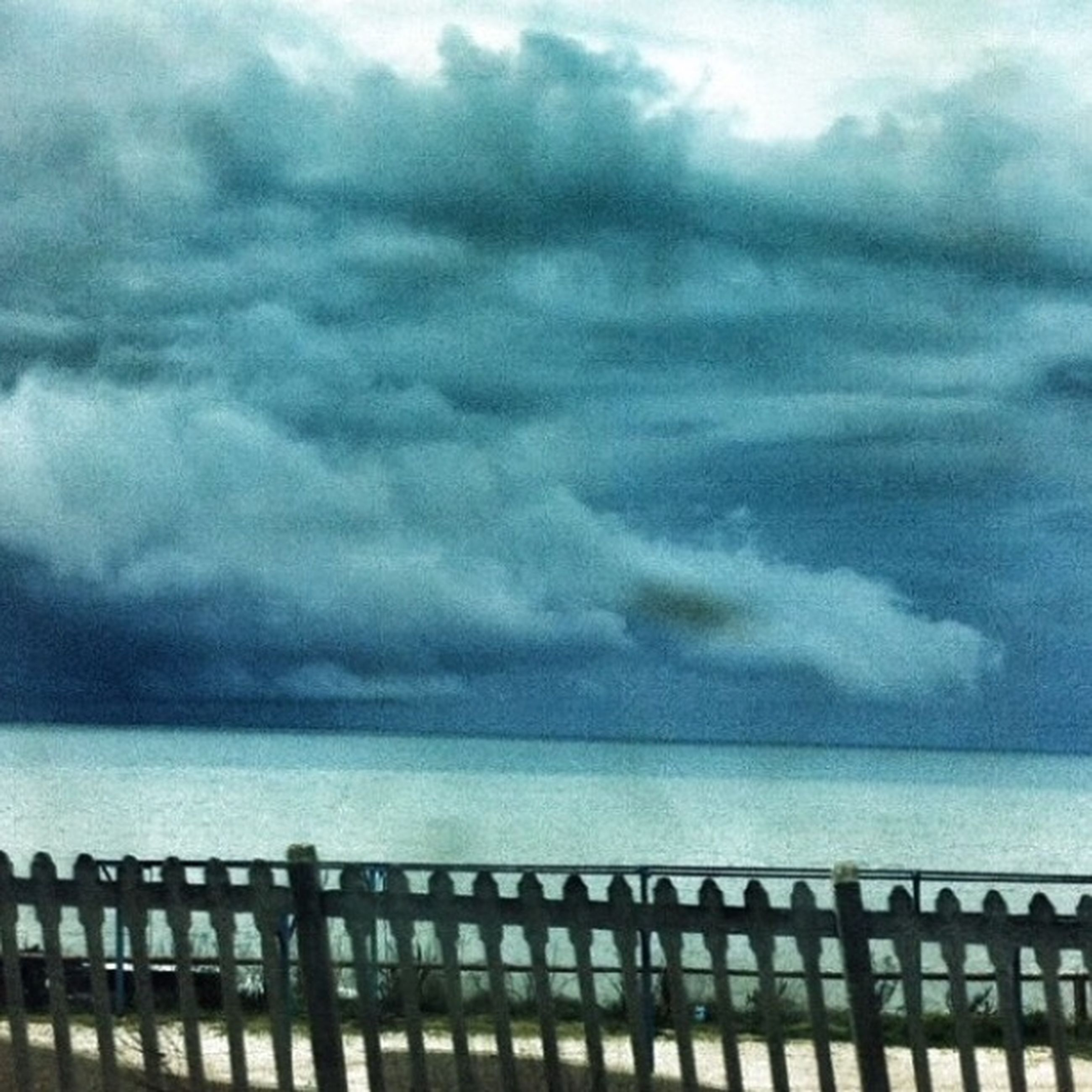 sky, cloud - sky, sea, cloudy, horizon over water, water, railing, weather, scenics, tranquil scene, tranquility, beauty in nature, nature, overcast, cloud, pier, storm cloud, idyllic, outdoors, built structure