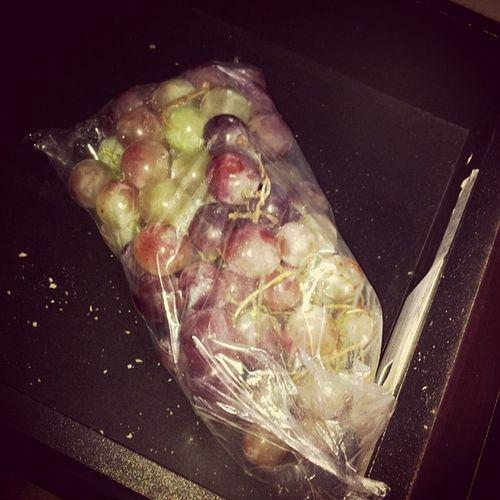 Abro a gaveta e tadannnn uvas meu vicio Uvas Grapes Februaring FebruaringMeal wizzynation