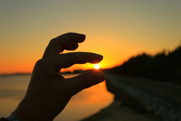 43 Golden Moments 「指に伝わる暖かい光」(*´︶`*)✿ 朝だけど夕陽♪(*´艸`) ってか、手が小さい事には触れないように(爆) Sunset Sunset_collection Sunset Silhouettes EyeEm Best Shots - Sunsets + Sunrise シルエット部 Silhouette Silhouette_collection Eyeem Best Shots - Silhouette Hanging Out Hello World Taking Photos Hi! Enjoying Life Japan Photography Taking Pictures EventPhotography EyeEm Gallery EyeEm Best Shots Eye Em Best Shots HelloEyeEm Japan Scenery My Hand  EyeEm EyeEmBestPics