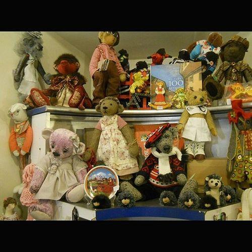 МузейЛюбимыйМишка МедведьНаМопеде Игрушки МузейИгрушки МузейМишек МузейМедведей Долгопрудный ПлюшевыйМишка ПлюшевыйМишкаМойДруг BearToy BearMuseum ToyMuseum PlushBear PlushToy Dolgoprudny SquareInstaPic Архив2015ОК_