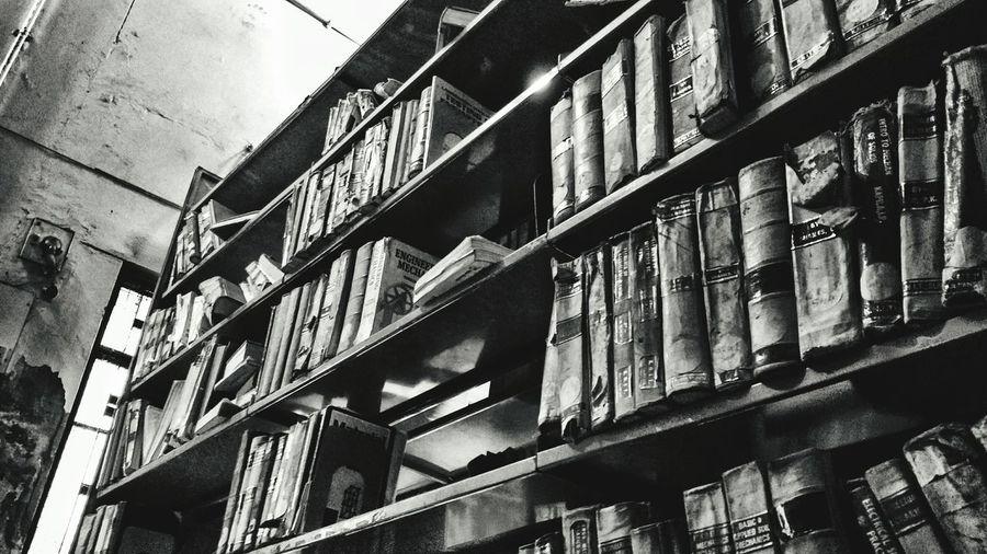 An old library. Taking Photos Library EyeEm EyeEm Best Edits EyeEm Best Shots - Black + White Blackandwhite Photography Blackandwhite Old But Awesome Eyeemphoto