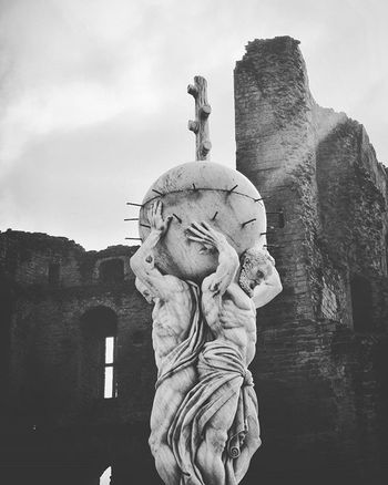 Blackandwhite Black And White Photography EyeEm Best Shots EyeEm Best Shots - Black + White Check This Out Blackandwhitephoto Blackandwhitephotography Monochrome Picoftheday Sky Statue Pair Skyline Perspective Sun Sunrays Background Architecture Historic Historicbuilding Castle Ruins
