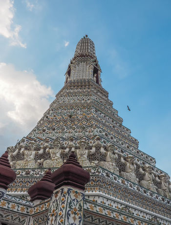 Low Angle View Architecture Building Exterior Cloud - Sky Spirituality Place Of Worship Travel Destinations Tourism Travel History Religion Belief Built Structure Bangkok