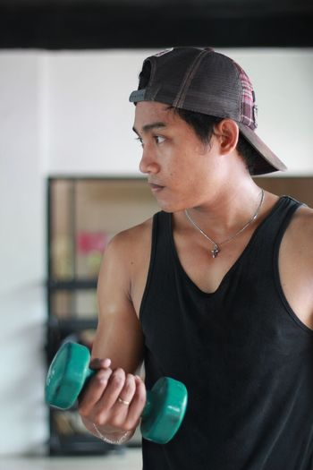 Be motivated to stay fit. Exercising Cap Dumbbell Dumbbell Exercise Dumbbell In Gym Dumbbells Exercising Fitness Fitness Training Fitnessmotivation Gym Gym Life Gym Time Healthy Lifestyle Indoors  One Person Staying Fit Staying Strong Workout Workout In The Gym Workout#gym#fitness Young Adult