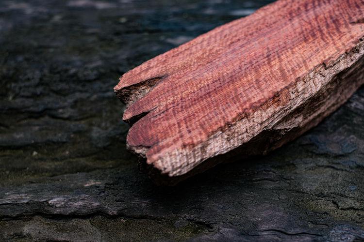 Wood has tiger stripe or curly stripe grain