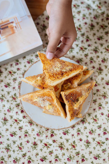 Toasted bread with Flossy Pork : Crispy Snack Spicy Thailand Toast Bread Breakfast Close-up Day Flossy Pork Food Food And Drink Freshness Healthy Eating Holding Human Body Part Human Hand Indoors  Indoors  One Person People Ready-to-eat Real People SLICE Snack Table