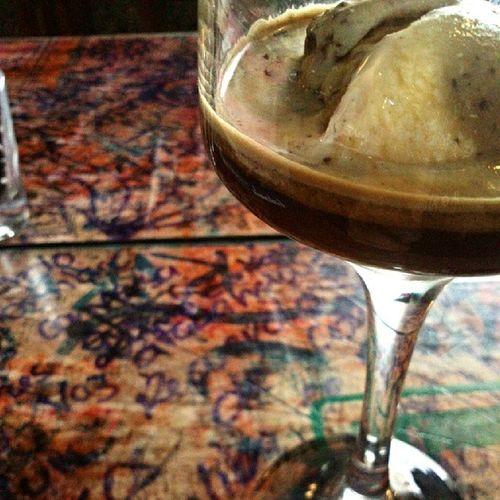 Affogato en @xqnocafe Cafe Bebidas Helado Xqnocafe Barista Antigua Guatemala Espresso Coffee Drinks Icecream Caffeine Coffeeadict Ilovecoffee Coffeeporn