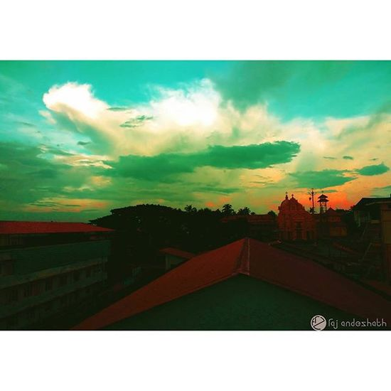 I never get tired of the blue sky..... 😘😍❤👈💓 Skyart !!! Bluelady Skyporn Skyart Skylovers Bluesky Mesmerising Mesmerisingsky Redspot Church Stthomas Skyview Neelaaasman ⛅☁🌁 Lovedit Neelakaasham Clouds . Motog3gen Mobilephotography Mobileartistry Pastel Power