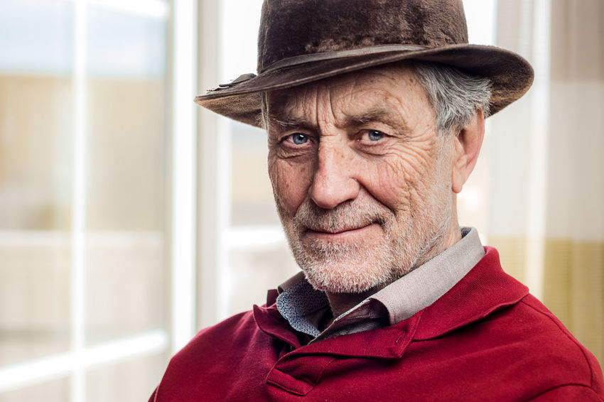 My Friend Jürgen Blick In Die Kamera Gray Hair Looking At Camera Old Lens Photo Old Man Olympus One Person Only Bokeh Close-up Focus On Foreground Hat Headshot Human Face Mann Men Omd One Person Portrait Real People Rentner Senior Senior Adult Senior Men Smile Smiling