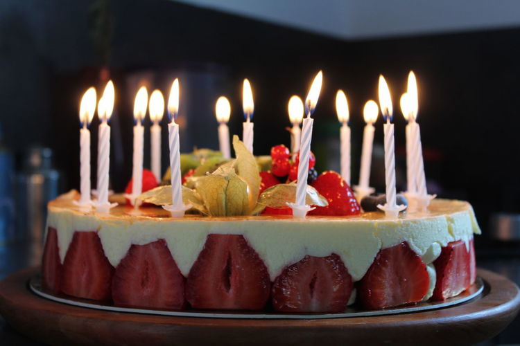 birthday cakes are lovelys Candle Food And Drink Food Fire Flame Anniversary Birthday Cake Illuminated Baked Fruit Event Birthday Candles