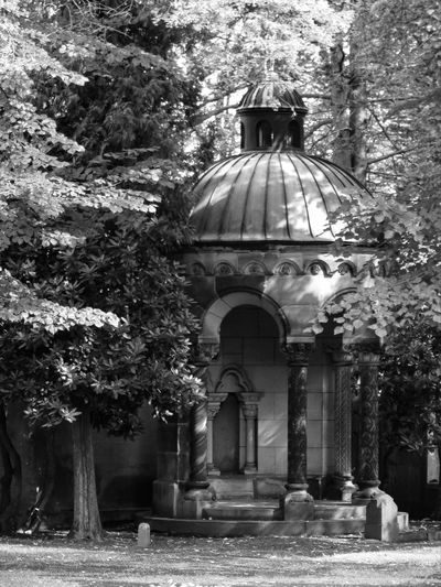 """""""If a man dies, can he live again? I will wait all the days of my compulsory service until my relief comes. You will call, and I will answer you.You will long for the work of your hands."""" Resurrection Architecture Grave Graveyard Tomb Chemnitz Jüdischer Friedhof Friedhof Jewish Cemetery Blackandwhite Black And White"""