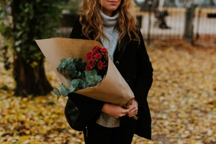 Autumn colors Autumn Farmers Market Tourist Market Eucaliptus Freshness Shopping ♡ Self Care  Holiday Flowers Lifestyles Focus On Foreground Real People One Person Standing Midsection Leisure Activity Nature Front View Casual Clothing Flowering Plant Hairstyle Outdoors Autumn Mood