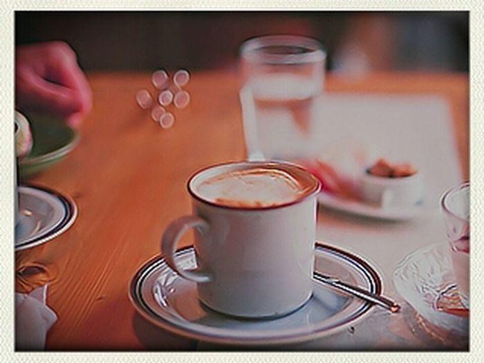 صبآآح الخير لكل الموجودين الفايقين منكم والراقدين إ قهوة تايمن شآءلله نهاركم طيب:):)