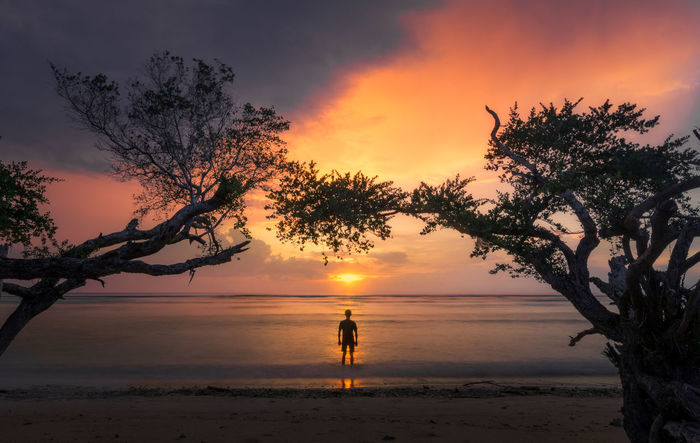 """curve"" Landscape_captures Landscapephotography Nikon D7100 Lombokisland Seascapephography TheGreatOutdoors Cool_capture_ Artofvisuals Nature_seekers Nature_shooters Amazingworld Bnw Blackandwhite"
