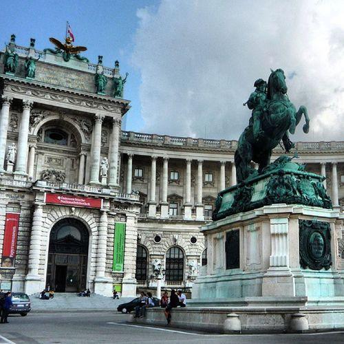 رحلة النمسا مع شباب المعهد البترولي Austria Pi Building Statue government