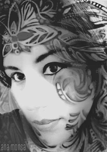 Miradas Selfie People Edition Black & White