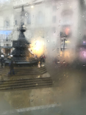 Fountain Rain Rainy Days Glass - Material Piazza Picadilly Circus Vehicle Interior