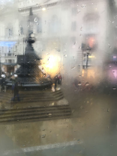 Fountain Rain Rainy Days Glass - Material Piazza Picadilly Circus Vehicle Interior