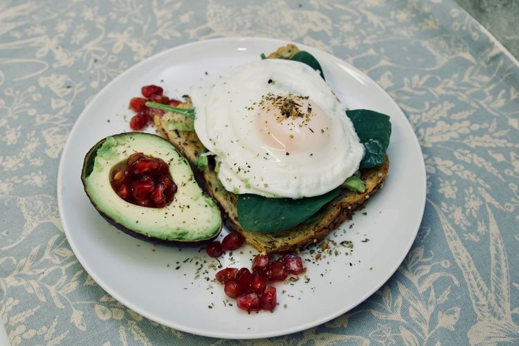 FiveADay Lunch Lunch Time! Sandwich Toast Avocado Egg Food Food And Drink Food Photography Food Porn Foodphotography Foodporn Freshness Healthy Eating Indoors  Plate Pomogranate Ready-to-eat Sarnie Spinach Table Breakfast Indoors