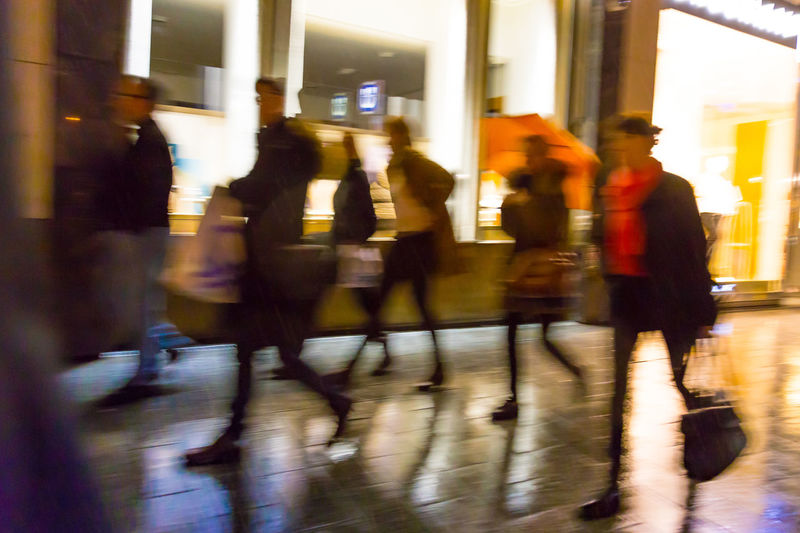 Koenigsallee, Duesseldorf, Germany Blurred Blurred Motion Blurry City Life Deutschland Duesseldorf Düsseldorf Germany Koe Königsallee Nacht Night Night Lights Rain Rainy Rainy Day Regen Shopping Silhouette Wet Floor Photography In Motion Street Photography Enjoy The New Normal