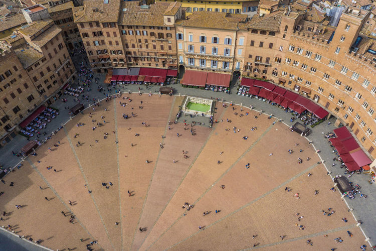 From Above  Italia Italie Italien Italy 🇮🇹 MedievalTown Piazza Del Campo. Siena Place Toscana Architecture Building Exterior Built Structure City Day High Angle View Ice Rink Indoors  Italy Italy❤️ Italy🇮🇹 Large Group Of People Medieval Medieval Architecture People Piazza Piazza Del Campo Platz Siena ıtaly