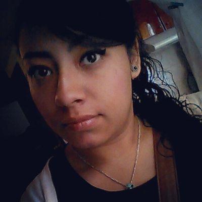 Aún puedo recordar a tantas personas, tantos lugares, sentir cosas qué creía olvidadas....reír por cosas, llorar por acciones, amar sin recibir nada a cambio. Y no sé qué sentir por recordar todo ese olvidó todos esos recuerdos que algún día morirán con mi silencio y mis lágrimas qué se combinaran con la lluvia. Casual Sinsueño Recordando  Sufriendoensilencio