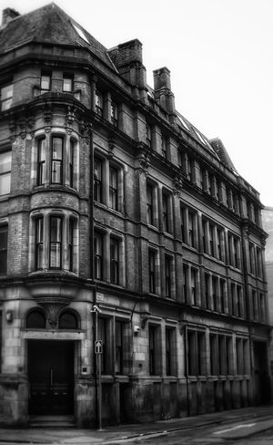 Another beautiful old buildings in centre of Manchester Architecture Built Structure Building Exterior History No People Black And White Portrait Monochrome_Photography Architectural Features Architectural Structure Architecture Blackandwhite Photography Monochrome Photography Black And White Collection  Black And White Photography Buildings Architecture Malephotographerofthemonth Creative Light And Shadow Fujifilm Manchester UK Streets Of Manchester Bnw_captures Building Structures Building Photography Old Architecture Black & White Photography